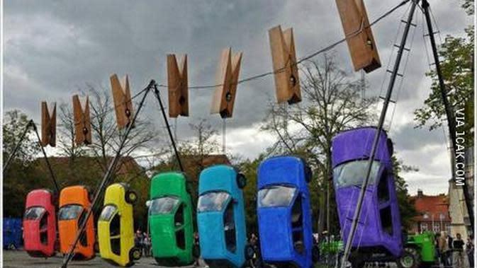 Kelakuan Nyeleneh saat Cuci Mobil (Sumber: 1cak)