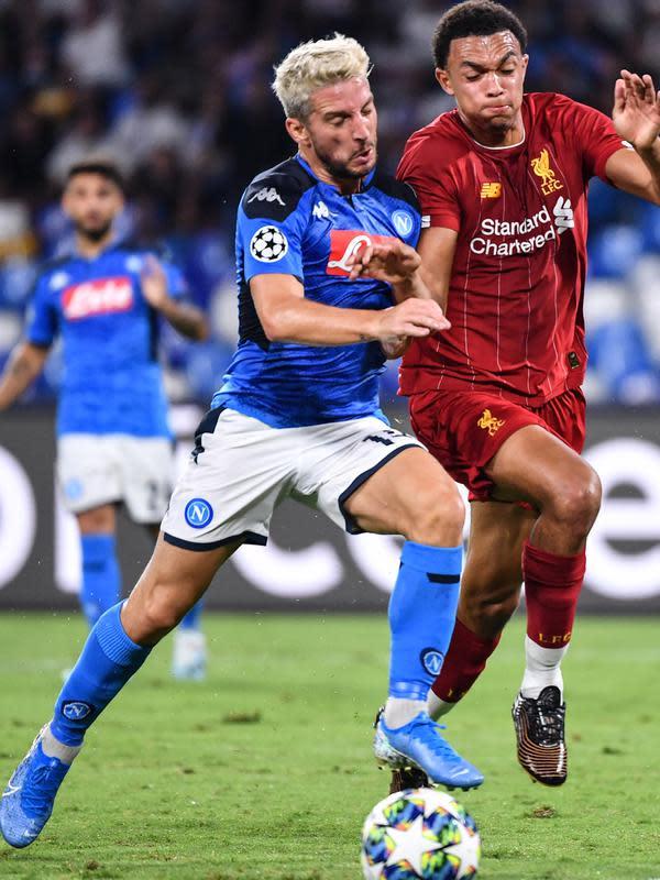 Dries Mertens ketika membela Napoli pada laga melawan Liverpool. (AFP/Alberto Pizzoli)