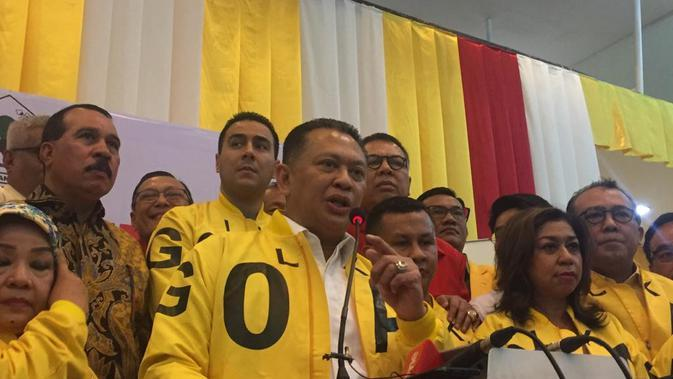 Calon Ketua umum Partai Golkar Bambang Soesatyo saat mendaftarkan diri di Kantor DPP partai Golkar, Slipi,Jakarta Barat. (Merdeka.com/Muhammad Genantan Saputra)