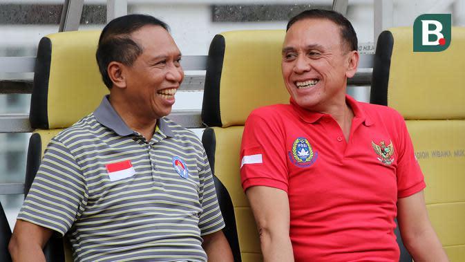 Menpora Zainudin Amali dan Ketua Umum PSSI, Mochamad Iriawan, di Stadion Wibawa Mukti, Cikarang, Senin (13/1/2020). (Bola.com/Zulfirdaus Harahap).