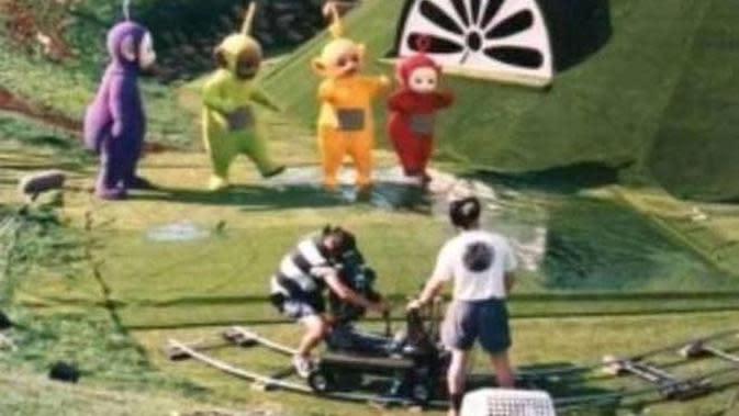 7 Potret 'Behind The Scene' Serial TV Teletubbies, Bikin Nostalgia. (Sumber: Youtube/Cartoon Comedy Channel)