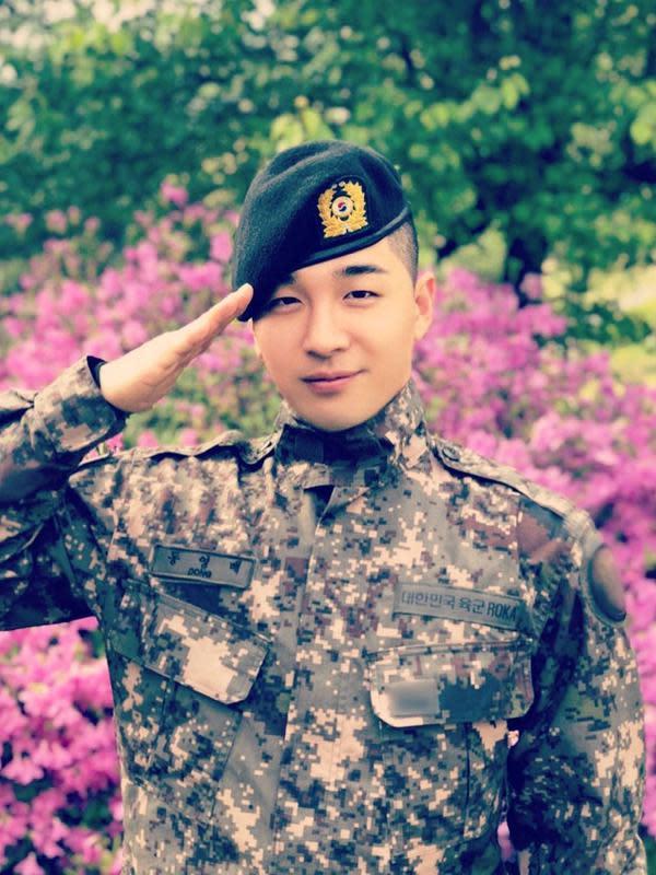 Taeyang Bigbang lulus wamil (Instagram/ __youngbae__)