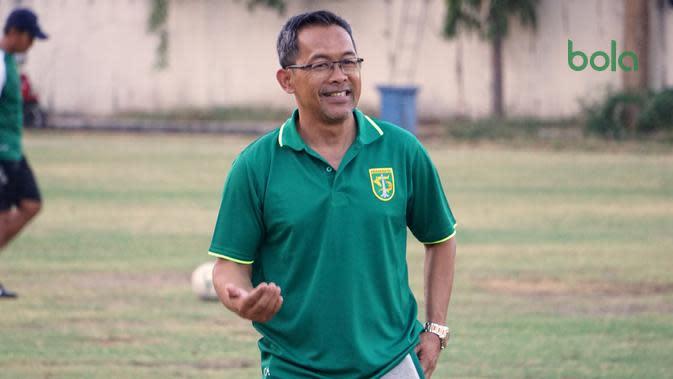 Aji Santoso, pelatih baru Persebaya Surabaya. (Bola.com/Aditya Wany)