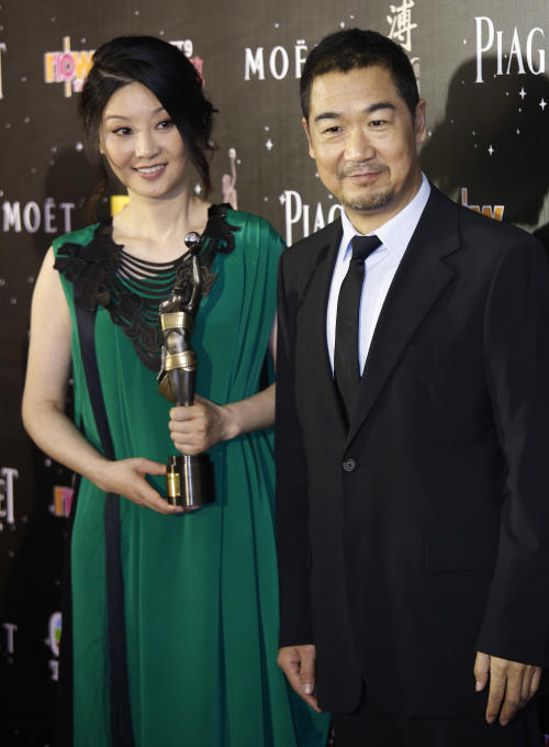 Chinese actors Zhang Guo-li, right, and Xu Fan pose after winning the Best Film From Mainland And Taiwan award for their movie 'Back To 1942' at the 32nd Hong Kong Film Awards in Hong Kong Saturday, April 13, 2013. (AP Photo/Vincent Yu)
