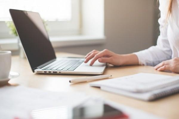 5 Tips Supaya Tidak Ikutan Tumbang Saat Rekan Kerja Sedang Sakit