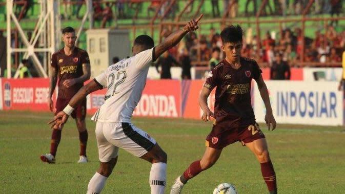 Pemain muda PSM Makassar, Rizky Eka Pratama, saat berlaga menghadapi Madura United di Liga 1 2019 di Stadion Andi Mattalatta Mattoangin, Makassar, 24 Oktober 2019. (Bola.com/Abdi Satria)