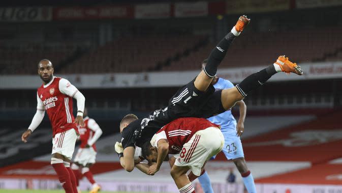 Penjaga gawang Arsenal Bernd Leno menangkap bola pada laga Arsenal dan West Ham di Stadion Emirates di London, Inggris, Sabtu, 19 September 2020. (Julian Finney / Pool via AP)