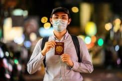 Warga Hong Kong yang ketakutan bergegas untuk mengamankan paspor Inggris yang terbatas