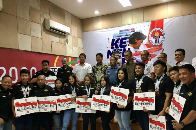 Lifter muda juara Asia dibanjiri bonus oleh Kemenpora