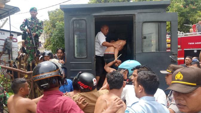 Kabid Humas Polda Sumut, Kombes Pol Tatan Dirsan Atmaja mengatakan, saat ini personel Polres Tanah Karo sudah di Rutan Kabanjahe untuk melakukan pengamanan dan evakuasi. Pemadam kebakaran juga sudah tiba di Rutan untuk upaya pemadaman.