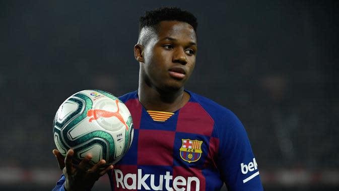 Ansu Fati (36 juta euro) - Ansu Fati merupakan wonderkid Barcelona yang mencuri perhatian akhir-akhir ini. Winger berusia 17 tahun ini merasakan akademi Barcelona pada tahun 2012-2019. (AFP/Lluis Gene)