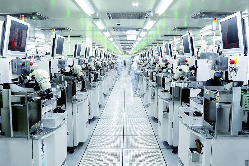 日月光連續三年榮獲「全球半導體及半導體設備產業」領導者(Industry Leader)企業,同時也為DJSI全球與DJSI新興市場指數成分股。(圖/日月光提供)