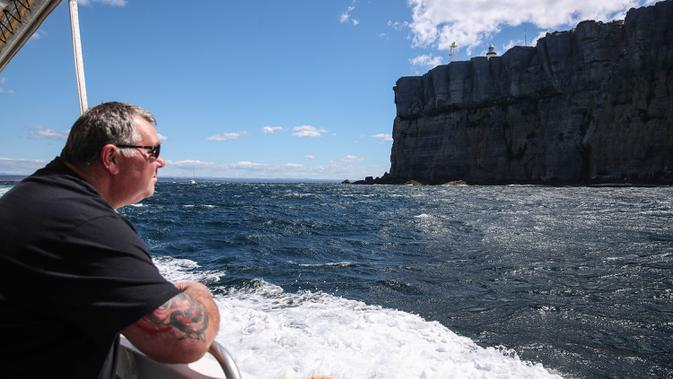 Seorang wisatawan menikmati pelayaran di Teluk Jervis, Sydney selatan, Australia, pada 23 September 2020. (Xinhua/Bai Xuefei)