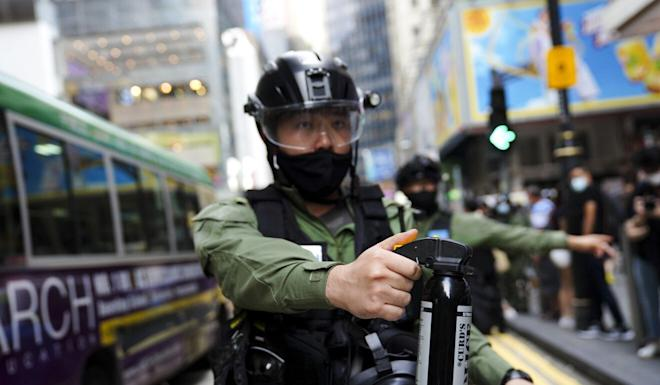 An officer brandishes pepper spray on Paterson Street in Causeway Bay. Photo: Sam Tsang