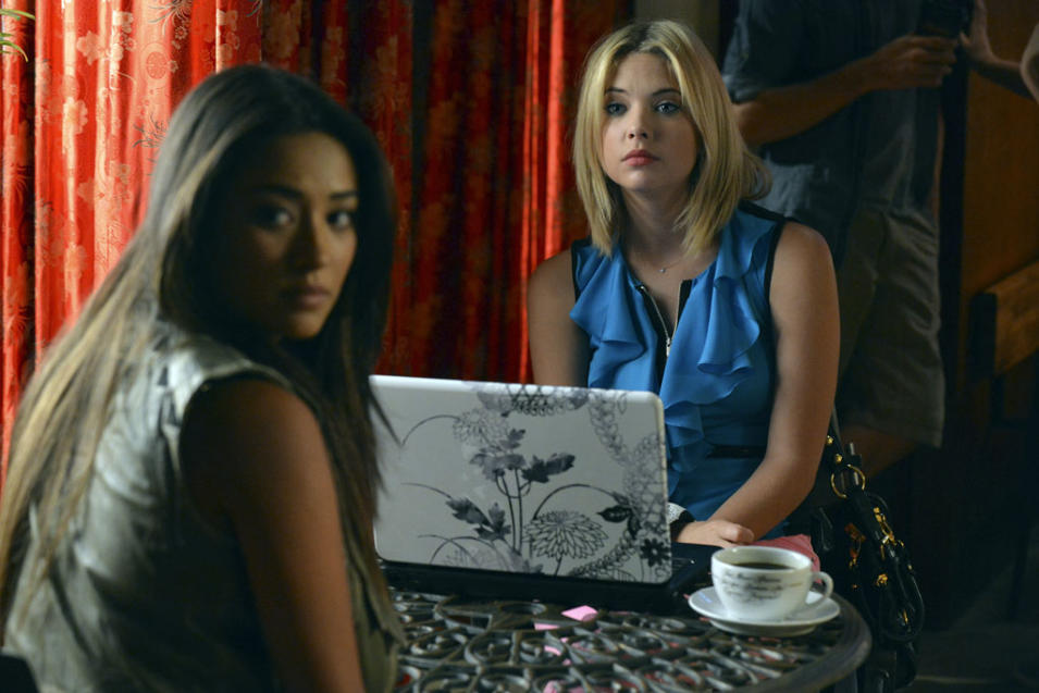 """Pretty Little Liars"" - ""What Lies Beneath"": SHAY MITCHELL, ASHLEY BENSON"