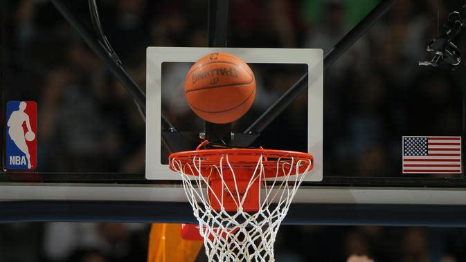 Logo dan ilustrasi NBA. (AFP/Doug Pensinger)