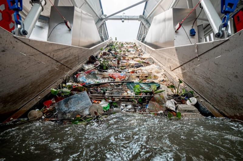 The vessel has a conveyor belt that has a maximum extraction rate of 24 kg per second. — Picture via SoyaCincau
