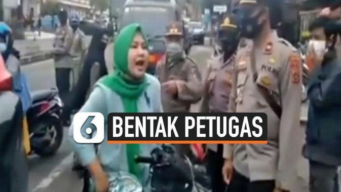 VIDEO: Viral, Emak-Emak Bentak Petugas Saat Tak Pakai Masker dan Helm