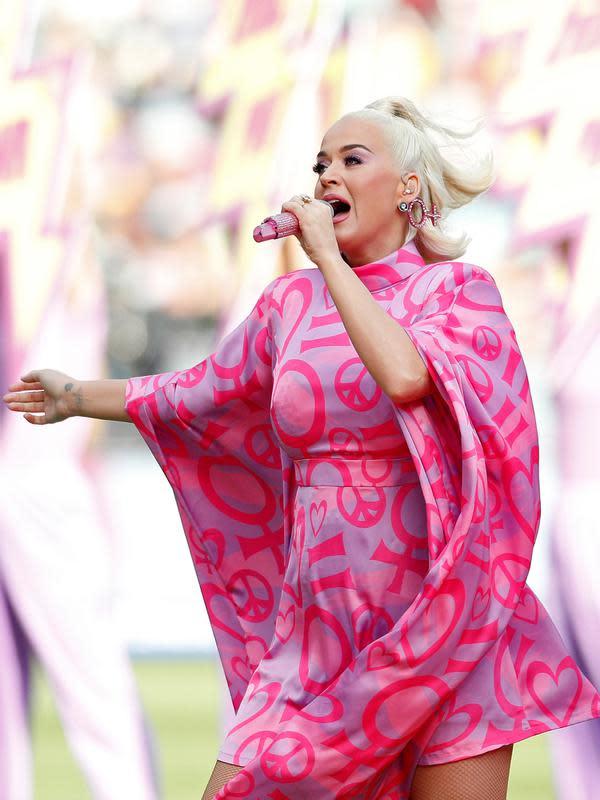 Penyanyi Katy Perry tampil dipanggung saat hamil. (AP/Asanka Ratnayake)
