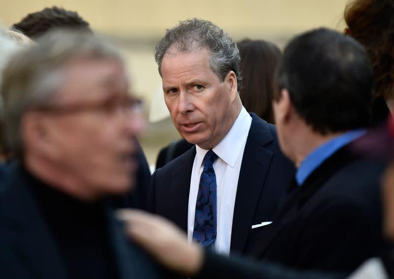 Queen Elizabeth's nephew the Earl of Snowdon to divorce
