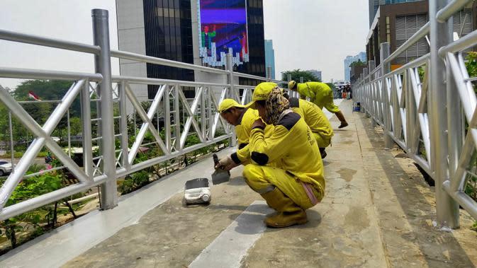 JPO tanpa atap di Jalan Sudirman, Jakarta Rabu (6/11/2019). (Liputan6.com/ Rizki Putra Aslendra)