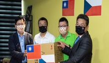 蔡其昌張廖萬堅牽線口罩國家隊 贈捷克訪問團2萬片台捷國旗口罩