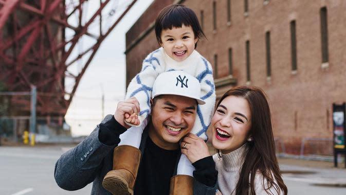 Potret Keluarga Kecil Glenn Alinskie dan Chelsea Olivia. (Sumber: Instagram.com/glennalinskie)