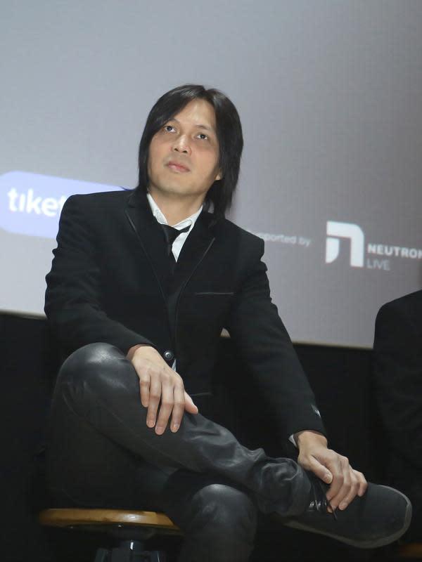 Ahmad Dhani mengaku, bahwa album baru dengan vokalis baru saat itu menjadi pertaruhan Dewa. Apakah Dewa hancur atau malah sukses. Setelah Ari Lasso mundur, Once menjadi vokalis barunya. (Bambang E Ros/Fimela.com)