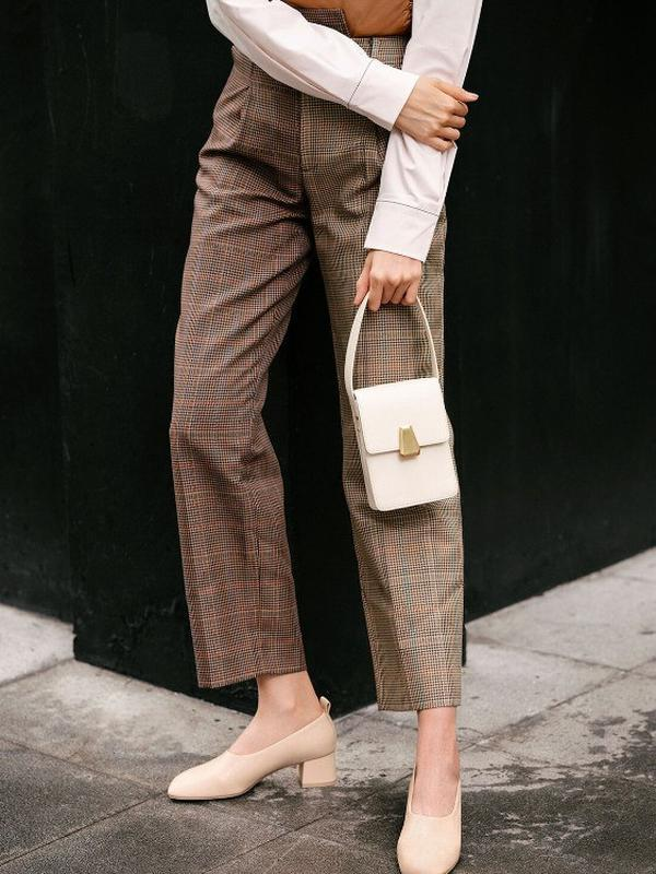 Mix and match gaya sophisticated dari koleksi yang didominasi warna earth tone dari Charles & Keith (Foto: Charles & Keith)
