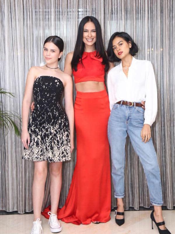 Sophia Latjuba bersama dua putrinya, Eva Celia dan Manuella Aziza Villareal. (Instagram/sophia_latjuba88)
