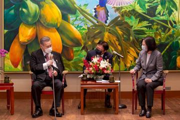 蔡英文總統18日下午在總統府接見日本前首相森喜朗及訪問團。(圖:蔡英文總統臉書)