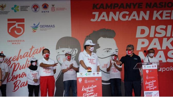 Kampanye Perilaku Sehat Cegah COVID-19, Kemenkes Bagikan 40 Ribu Masker di GBK