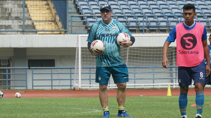 Pelatih Persib Bandung Robert Rene Alberts. (Liputan6.com/Huyogo Simbolon)