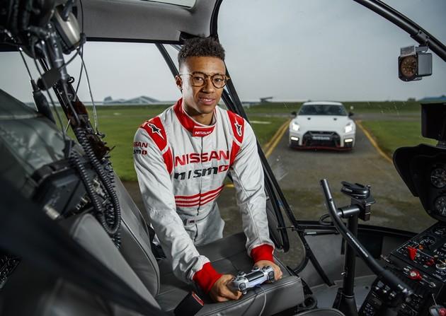 用DualShock震動把手遙控Nissan GT-R跑完英國銀石賽道!