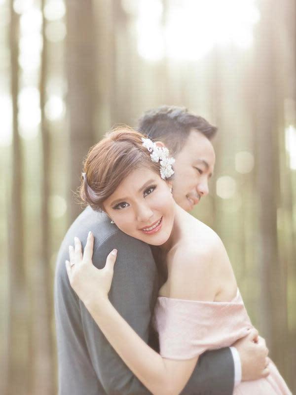 Olga dan Aris begitu bahagia setelah resmi menjadi suami istri. Hingga kini, pasangan ini kerap membagikan potret romantis dan harmonis keluarganya. (Foto: instagram.com/olgaly_dia)