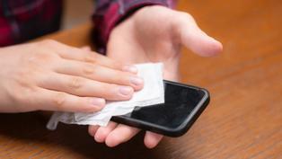 手機螢幕含菌量高出馬桶座3.5倍!用這3招消毒