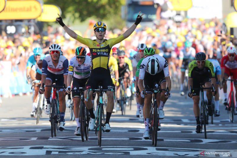 Wout van Aert menangi etape lima Tour de France