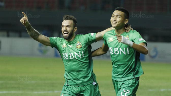 Berkat performa gemilang nya, Bhayangkara FC berhasil mengunci gelar juara Liga 1 2017. Klub berjuluk The Guardians itu finis di posisi teratas klasemen dengan raihan 68 poin. (Bola.com/M Iqbal Ichsan)