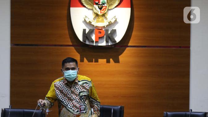 Deputi Penindakan KPK. Karyoto bersiap menyampaikan rilis penahanan mantan Kepala Badan Pengembangan dan Pemberdayaan SDM Kesehatan Kemenkes, Bambang Giatno Rahardjo di Gedung KPK, Jakarta, Jumat (9/10/2020). (Liputan6.comHelmi Fithriansyah)