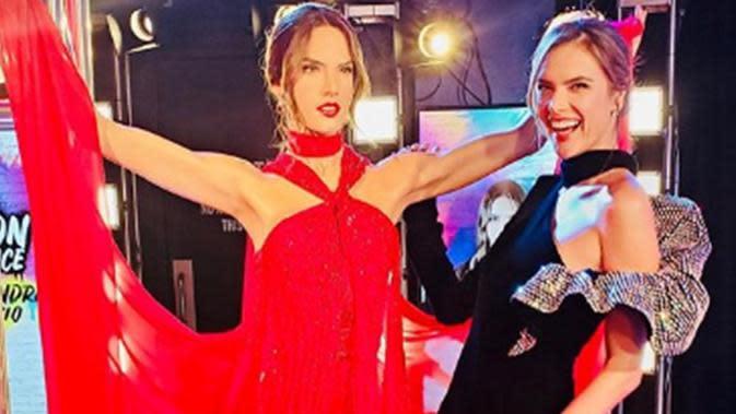 Alessandra Ambrosio dan patung lilinnya di Madame Tussauds New York, Amerika Serikat. (dok. Instagram @alessandraambrosio/https://www.instagram.com/p/B5uTHvrFGr7/Putu Elmira)