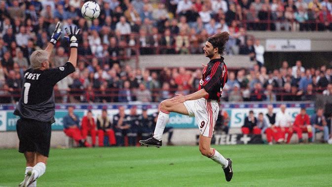 Gianni Comandini berhasil mencetak dua gol sekaligus membantu AC Milan menang 6-0 atas Inter Milan, pada laga pekan ke-30 Serie A di San Siro, 11 Mei 2001. (dok. AC Milan)