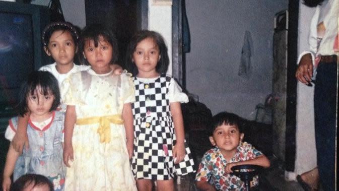 Potret masa kecil Mulan Jameela yang kini berusia 41 tahun. (Sumber: Instagram/@mulanjameela1)