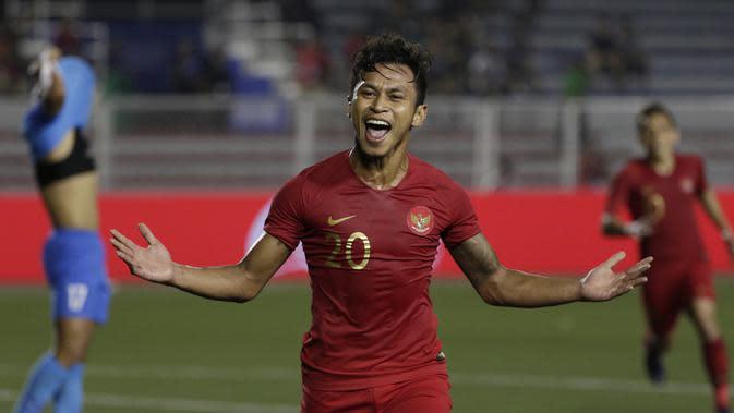 Striker Timnas Indonesia U-22, Osvaldo Haay, merayakan gol yang dicetaknya ke gawang Singapura U-22 pada laga SEA Games 2019 di Stadion Rizal Memorial, Manila, Kamis (28/11). Indonesia menang 2-0 atas Singapura. (Bola.com/M Iqbal Ichsan)