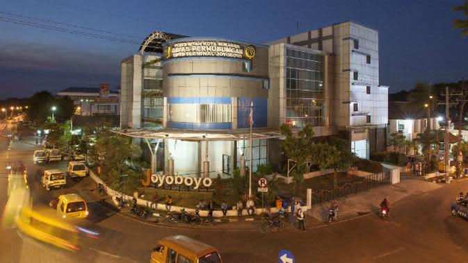 Revitalisasi Terminal intermoda dan Gedung Parkir Joyoboyo di Surabaya, Jawa Timur. (Foto: Liputan6.com/Dian Kurniawan)