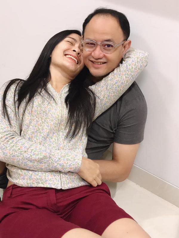 Iis Dahlia dan Suami (Sumber: Instragram//isdadahlia)