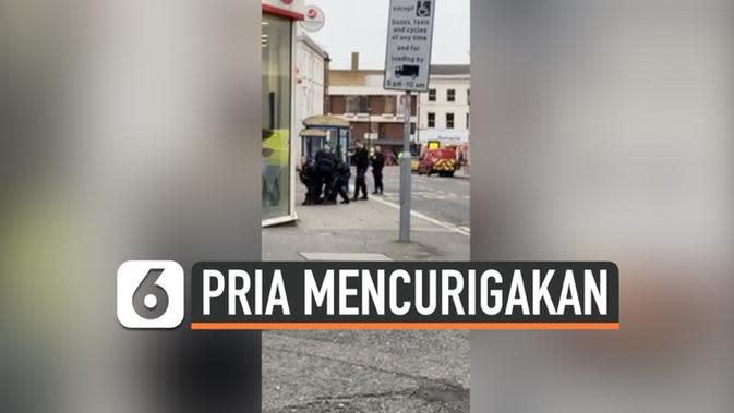VIDEO: Polisi Tangkap Pria Bawa Paket Mencurigakan di Tubuh