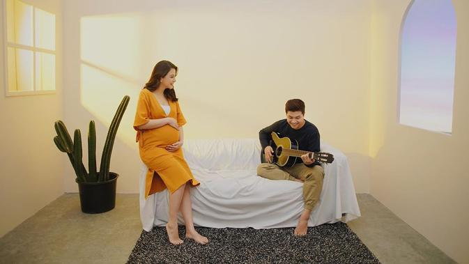 Jelang sambut anak kedua, Chelsea Olivia lakukan maternity shoot. (Sumber: Instagram/@gidwinata)