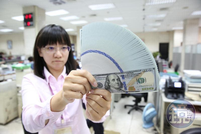 近期熱錢不斷湧入台灣,讓新台幣漲勢不斷。