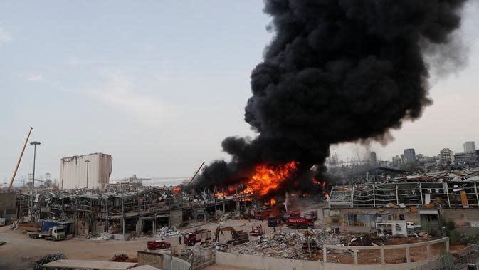 Kebakaran Besar Membara di Lokasi Ledakan Beirut Lebanon