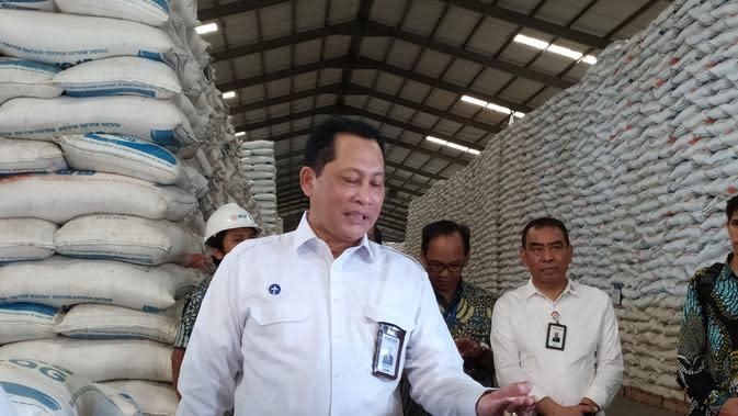 Direktur Utama Bulog Budi Waseso mengunjungi Gudang di Kelapa Gading (dok: Tira)
